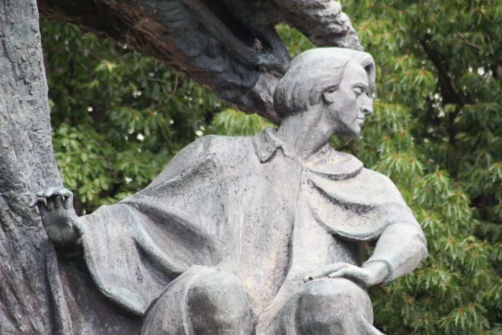 Het standbeeld van Chopin in Lazienki Park